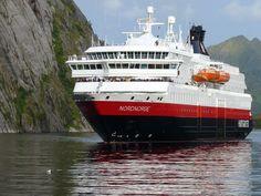 m/s Nordnorge in Trollfjorden | Rolf Buchmüller | Hurtigruten ASA