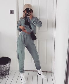 Image in fashion collection by 𝑀𝒶𝓂𝒾 𝒬𝓊𝑒𝑒𝓃 on We Heart It Nike Blazers Outfit, Blazer Outfits, Mode Streetwear, Streetwear Fashion, Mode Outfits, Fashion Outfits, Fashion Fashion, Fashion Women, Fashion Clothes