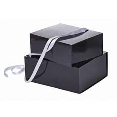 Som forhandler kan du kjøpe et bredt utvalg av eksklusive og stilrene gaveesker til konkurransedyktige priser med kort leveringstid her.