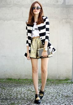 Golden Sequined Skirt - Click for Fashion Coolture in Music Ambiance http://gv.lauderlis.net/fashion_coolture_8.php