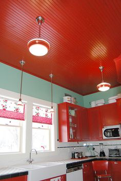 Red and white. SO CUTE! Would be perfect for a Mary Engelbreit kitchen! ;)