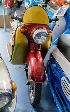 Photos Of Eyes, Manet, Kustom, Scooters, Motorbikes, The 100, Motorcycles, Happiness, Motor Scooters