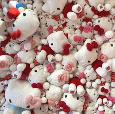 Most of the most popular bags do not meet a certain aesthetics this season. Hello Kitty Baby, Hello Kitty My Melody, Hello Kitty Items, Sanrio Hello Kitty, Pochacco, Hello Kitty Collection, Cute Stuffed Animals, Sanrio Characters, Little Twin Stars