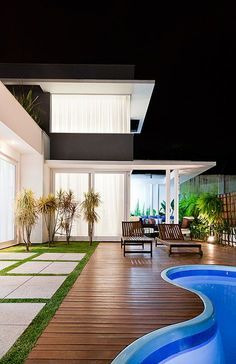 Luxurious interior design with a fantastic interior project. Take a look at the board and let you inspiring! See more clicking on the image. Small Backyard Pools, Backyard Pool Designs, Swimming Pool Designs, Future House, My House, Home Interior Design, Exterior Design, Moderne Pools, London Property