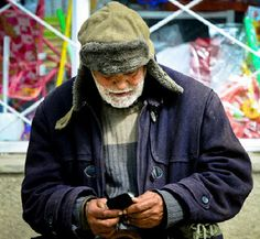 Homeless in New York bought the iPhone a child for $2 - Tech Passion with Tech Updates