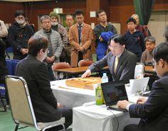 広瀬章人八段(左手前)と深浦康市九段による準々決勝