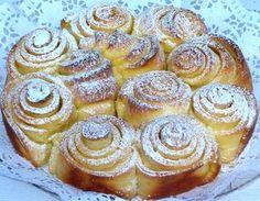 Torta di rose è una pasta lievitata al profumo inconfondibile di burro che si caramellizza durante la cottura. Si presenta buona, mo