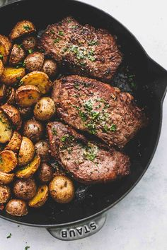Easy Garlic Butter Steak and Potatoes Skillet with juicy seared steak and crispy roasted potatoes all oven baked in one pan. Strip Steak Recipe Oven, Sirloin Steak Recipes Oven, Oven Roasted Steak, Baked Steak Recipes, Roast Steak, Steak In Oven, Ny Strip Steak, Beef Recipes, Gastronomia