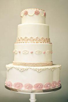I Love this vintage cake!