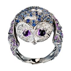 Noctua, the owl ring, a Maison Boucheron Jewelry creation. A Boucheron creation tells a Story, that of the Maison and your own.