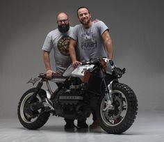 "Photo HRF Horst Rosler Related postsBMW K 100 16 v – Sorboni GarageBMW K100 – Diego CastelliBMW 1000 Trofeo – Vibrazioni Art DesignBMW K100 ""Muscle scrambler"" – Street BullBMW K100 "" Cafe' Racer "" – Nitro Cycles SHARING Bmw Cafe Racer, Moto Cafe, Cafe Racer Style, Cafe Bike, Cafe Racers, Bike Bmw, Bmw Motorcycles, Custom Motorcycles, Custom Bikes"
