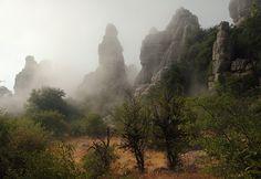 El torcal de Antequera entre la niebla