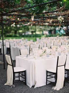 Black tie al fresco affair: http://www.stylemepretty.com/2014/06/18/black-tie-al-fresco-affair-in-napa/ | Photography: http://kurtboomerphoto.com/splash/