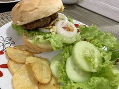Today, I decided to eat cheeseburger. My kids love it too! Want to know my ever so juicy recipe? Visit my page! Homemade Cheeseburgers, Virtual Studio, Eat, Ethnic Recipes, Kids, Food, Young Children, Children, Kid