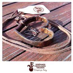 #collar de #corazón y #mariposa. #hechoamano de #papel #ecochic. #fashiongreen #paper #ecojewelry #handmade #necklace