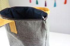 Srta.Pizpiretta: DIY Tutorial mochila con bolsillo y asas. Diy Bags Tutorial, Rucksack Backpack, Handmade Bags, Sewing Tutorials, Backpacks, Quilts, Tote Bag, Crochet, Bag Tutorials