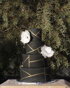 Feeling the geometric side.  #waferpaperflower #blackoutcake #goldlinearlines #weddingseason2017 #pointloma #lajolla #coronado #sandiego #california #lajollalocals #sandiegoconnection #sdlocals - posted by Ultimatelysweetdesserts  https://www.instagram.com/ultimatelysweetdesserts. See more post on La Jolla at http://LaJollaLocals.com