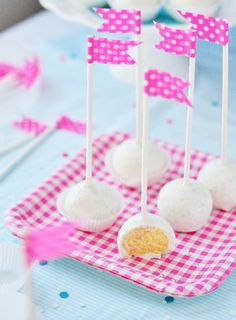 Cheesecake Party Pops from Sweetapolita