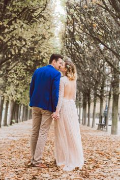 Vintage inspired wedding in Paris - Paris, France - Daria Lorman Photography Vintage Inspired, Wedding Shoot, Wedding Dresses, Wedding Inspiration, We Get Married, Palais Royal, Small Bouquet, Paris Cafe, Look At The Stars
