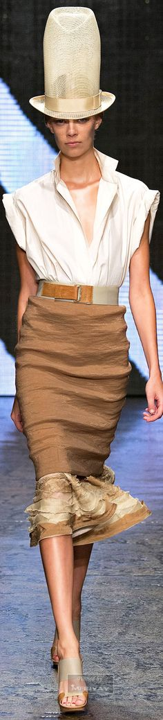 Donna Karan.Spring 2015. I want that skirt!!!!!not the hat. Lol