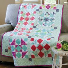 Turn fabric fat quarters into classic patchwork blocks for this modern twist on a traditional quilt. Picnic in the Park is a great size for couch cuddling or spreading out to dine alfresco! Patchwork Quilt Patterns, Patchwork Designs, Quilting Board, Mccall's Quilting, Picnic Quilt, Fat Quarter Quilt, Lap Quilts, Traditional Quilts, Mccalls Patterns