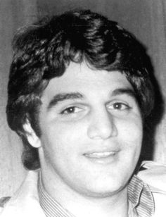"""He sure does look like Tony Danza! Salvatore """"Salvie"""" Testa, nicknamed The Crowned Prince of the Philadelphia Mob, was a Philadelphia gangster who served as a hitman for the Scarfo crime family during a period of internal gang conflict. Real Gangster, Mafia Gangster, Gangster Wedding, Gangster Party, Angelo Bruno, Italian Mobsters, Sleep With The Fishes, National Geographic Tv Shows, Mafia Families"""