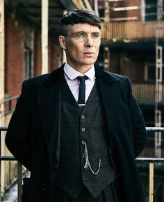 Cillian Murphy - Thomas Shelby with glasses - Peaky Blinders 💜 Costume Peaky Blinders, Peaky Blinders Suit, Peaky Blinders Season 5, Peaky Blinders Series, Peaky Blinders Thomas, Cillian Murphy Peaky Blinders, Peaky Blinders Clothing, Boardwalk Empire, Costume Homme 3 Pieces