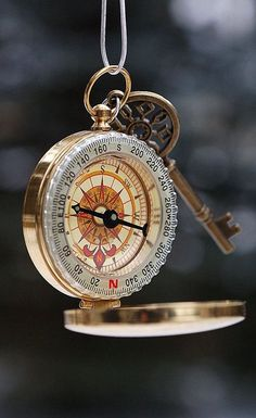 Ana Rosa, aquariusplanet: likes this ♥ Wallpaper Backgrounds, Iphone Wallpaper, Compass Rose, Cartography, Steampunk, Cool Stuff, Antiques, Inspiration, Accessories