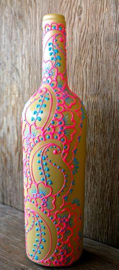 Botella de vino decorativos estilo henna florero, sol amarillo, brillante rosa y azul cielo vino florero de botella mide aproximadamente 12 de alto.