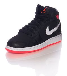 new products 52ac7 b3e93  JORDAN  Low top kids sneaker  lace up closure  Lace pod webbing  Padded  tongue with JORDAN jumpman logo  Cushioned inner sole  Classic air bubble  outsole