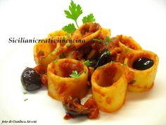 Anelli al sugo piccante di calamari e olive