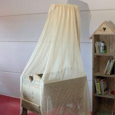 cradle made of used wood, steigerhouten wieg