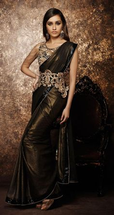 Buy bollywood's latest sensation shraddha kapoor dresses online such as shraddha kapoor saree online, shraddha kapoor salwar kameez online, latest shraddha kapoor dresses online. Shraddha Kapoor Saree, Bollywood Saree, Bollywood Fashion, Bollywood Actress, Bollywood Girls, Grunge Look, Indian Celebrities, Bollywood Celebrities, Indian Dresses
