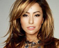 Sabrina Sato é conhecida por muitas. Ela esbanja beleza, sensualidade e dinamismo. Seus cabelos são invejáveis e super bem cuidados. Por isso, resolvi traze ...