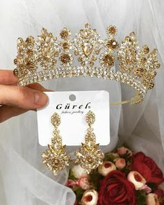 Braided Crown Hairstyles, Braids Hairstyles Pictures, Fancy Hairstyles, Bridal Headpieces, Bridal Hair, Diy Quinceanera Decorations, Champagne Quinceanera Dresses, Magical Jewelry, Fantasy Jewelry