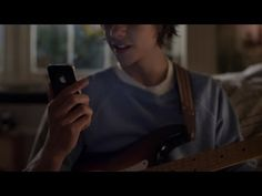 "SPOT TV: iPhone 4S ""Rock God"""