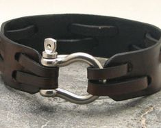 FREE SHIPPING Men's leather bracelet Brown leather cuff men's bracelet with silver plated shoehorse clasp