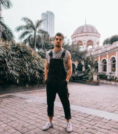 ideas how to style overalls winter fall New Mens Fashion, Fashion Mode, Fashion Tips, Fashion Photo, Style Fashion, Men Looks, Mode Chic, Chic Chic, Men Casual