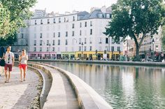 canalsaintmartin02 Monuments, Canal Saint Martin, Street View, France, Memories, Holiday, Breezeway, Gym, Town Hall