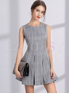 Shop Stylish Plaid O-neck Sleeveless Mini Skater Dress at EZPOPSY. Girly Outfits, Chic Outfits, Dress Outfits, Fashion Dresses, Fashion Fashion, Fashion Online, Formal Fashion, Gym Outfits, Fashion Clothes