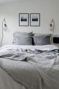 Een zwart-wit interieur in dit knusse zolderappartement - Roomed