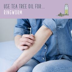 Tea Tree Oil For Ringworm Cleanse the infected area thoroughly and let it dry. Dip a cotton swab directly into tea tree oil, and apply it to the area. Repeat this process three times per day until the ringworm disappears. Make sure you use pure tea Home Remedies For Ringworm, Oils For Dandruff, Dandruff Remedy, Tea Tree Oil Uses, Tea Tree Oil For Acne, Witch Hazel Face, Le Psoriasis, Whitening Face, Oil Benefits