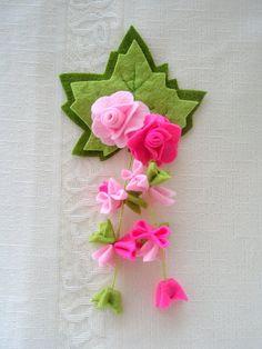 Felt flowers fridge magnet.Pink fuchsiagreen colors by Lilamina, $14.90