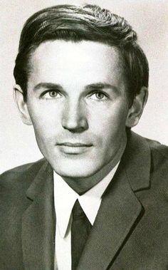 Станислав Любшин