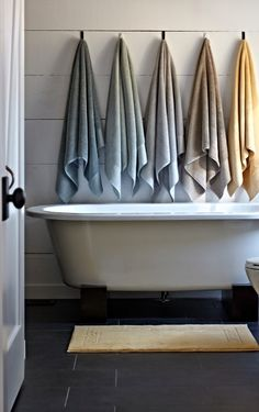 Our exceptional Egyptian Cotton Towels are woven to 800 gsm with Aerocotton technology, a special spinning process that creates extra-long yarns with a luxuriously soft hand, superior absorbency, and quick-drying properties. | Frontgate Interiors