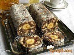 Recept za Posni rolat sa bananom i keksom. Za spremanje poslastice neophodno je pripremiti vodu, margarin, čokoladu, kakao, suvo grožđe, rum, keks, banane, kokos.