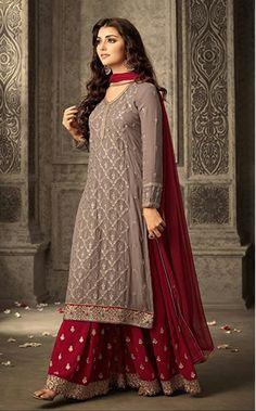 Indian Attire, Indian Ethnic Wear, Ethnic Gown, Indian India, Estilo India, Pakistani Bridal Dresses, Pakistani Suits, Punjabi Suits, Indian Fashion Dresses