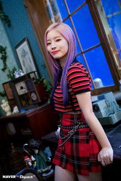 Dispatch 'Yes or Yes' Dahyun Kpop Girl Groups, Korean Girl Groups, Kpop Girls, K Pop Idol, My Idol, Nayeon, Twice Songs, Mbti Type, Warner Music