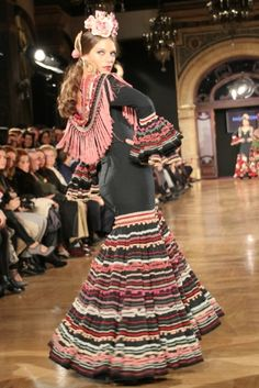 This is more a feria dress than all those other black versions. This one is really wearable and happy to be in feria. Wappíssima - We love flamenco 2015 - Raquel Terán - 'A mi manera' Más Flamenco Costume, Flamenco Dancers, Flamenco Dresses, Traditional Mexican Dress, Sunday Clothes, Spanish Fashion, Mexican Dresses, Beautiful Costumes, Special Dresses