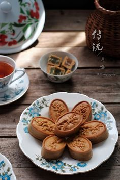 Ancient Chinese Food, Chinese Cake, Eat Happy, Cute Desserts, Moon Cake, Mini Foods, Aesthetic Food, Food Presentation, Food Truck